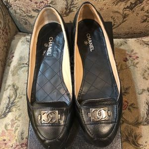 Women's Chanel flats in black size 38.5